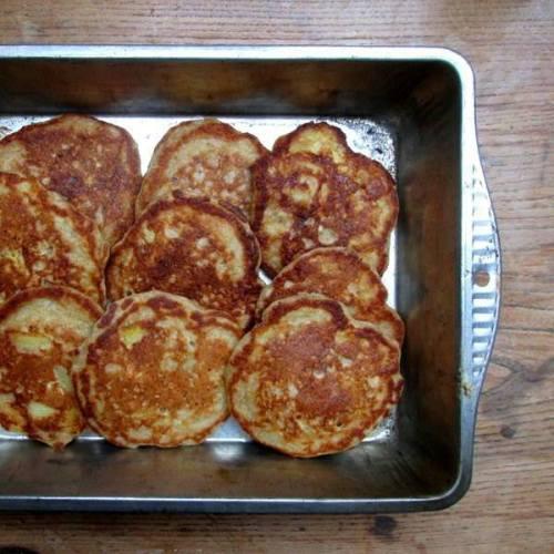 apple-and-cinnamon-oatmeal-pancakes-0510